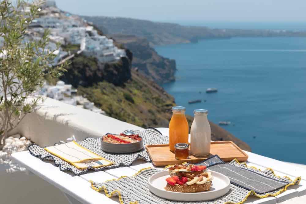 breakfast santorini bluedolphins08